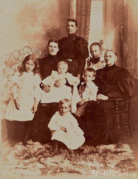 Milner and Martha Devore Brown Family