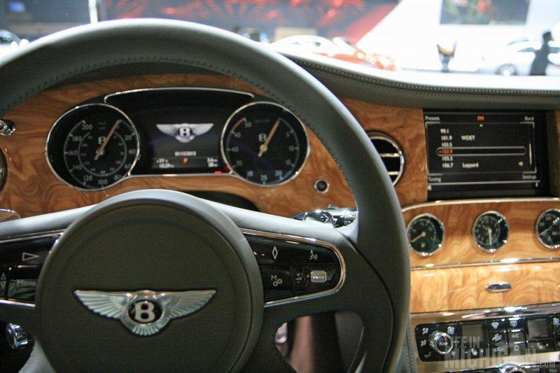 Bentley Mulsanne dash