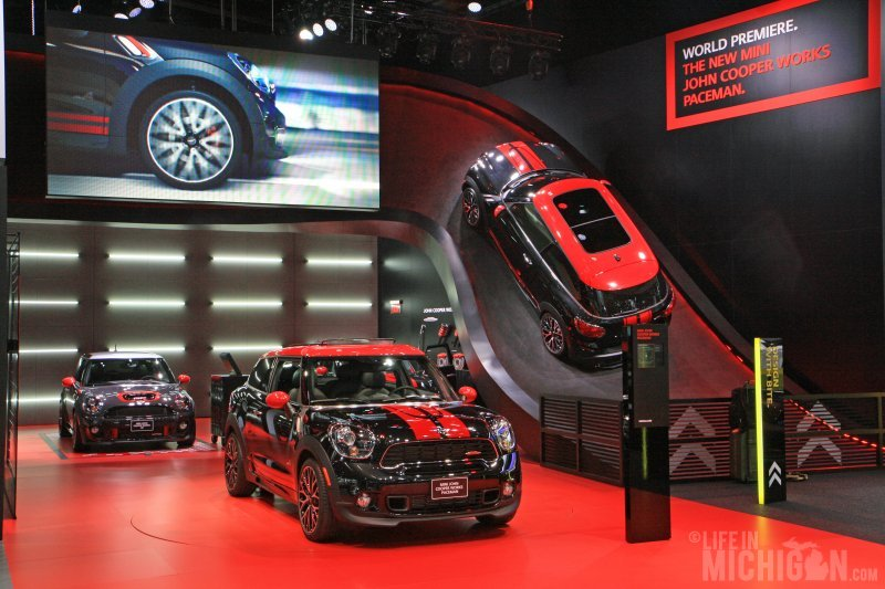 Mini John Cooper Works Paceman display