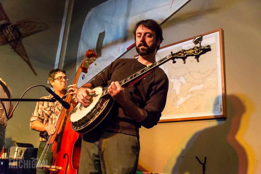 Bluegrass Bonanza JasonDennieMarkLavengood-ChelseaAlehouse-Chelsea-MI-20151028-ChuckMarshall-001