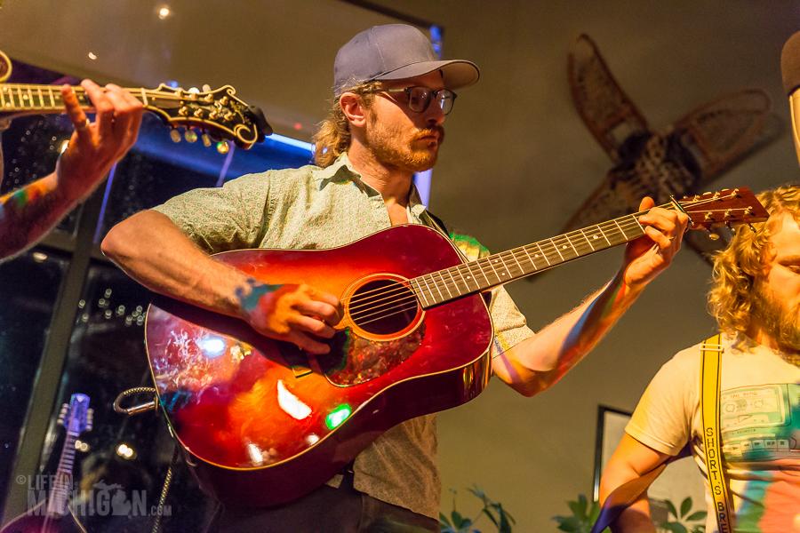 Bluegrass Bonanza JasonDennieMarkLavengood-ChelseaAlehouse-Chelsea-MI-20151028-ChuckMarshall-003