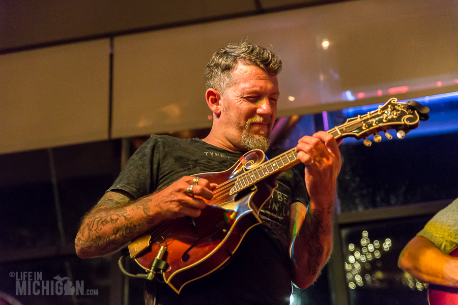 Bluegrass Bonanza JasonDennieMarkLavengood-ChelseaAlehouse-Chelsea-MI-20151028-ChuckMarshall-004