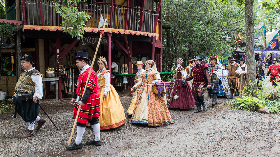 royals and peasants in the renaissance Social classes in the middle ages, there was a very distinctive social class system during the middle ages most medieval people were peasants, over 90%, but the divide between peasants and nobility was very clear-cut.