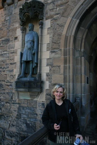 Brenda with Robert The Bruce - Edinburgh Castle