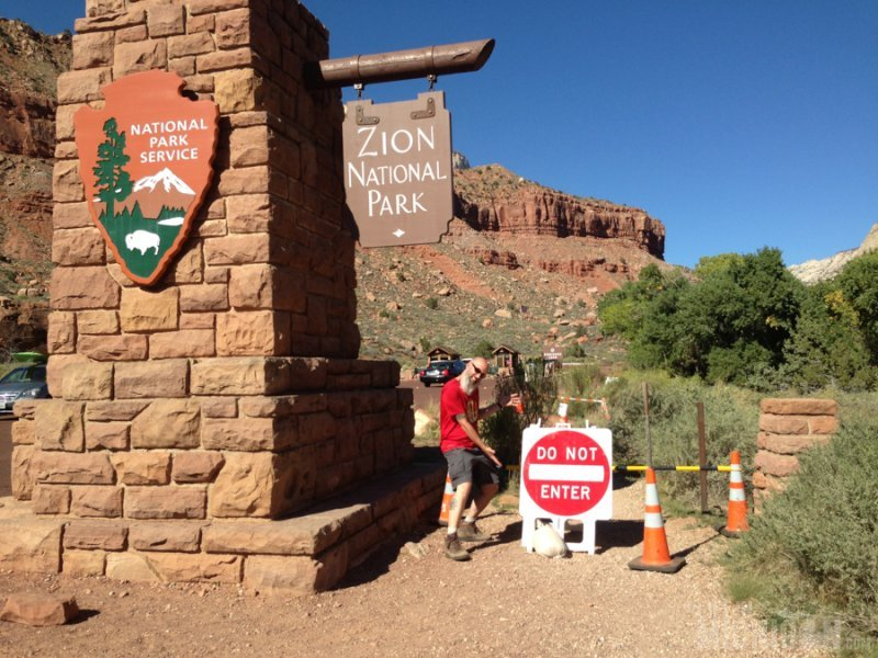Government shutdown at the Zion entrance