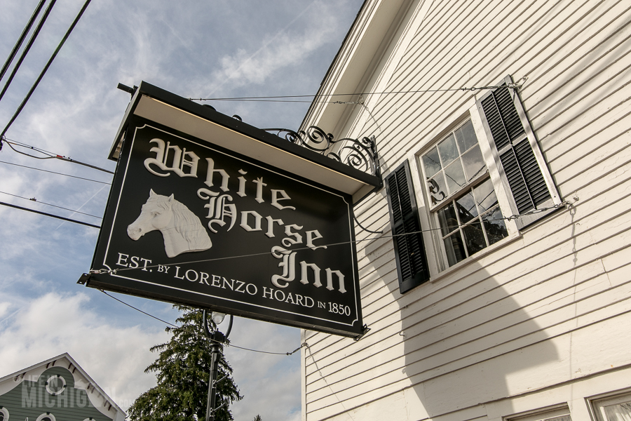 White Horse Inn in Metamora